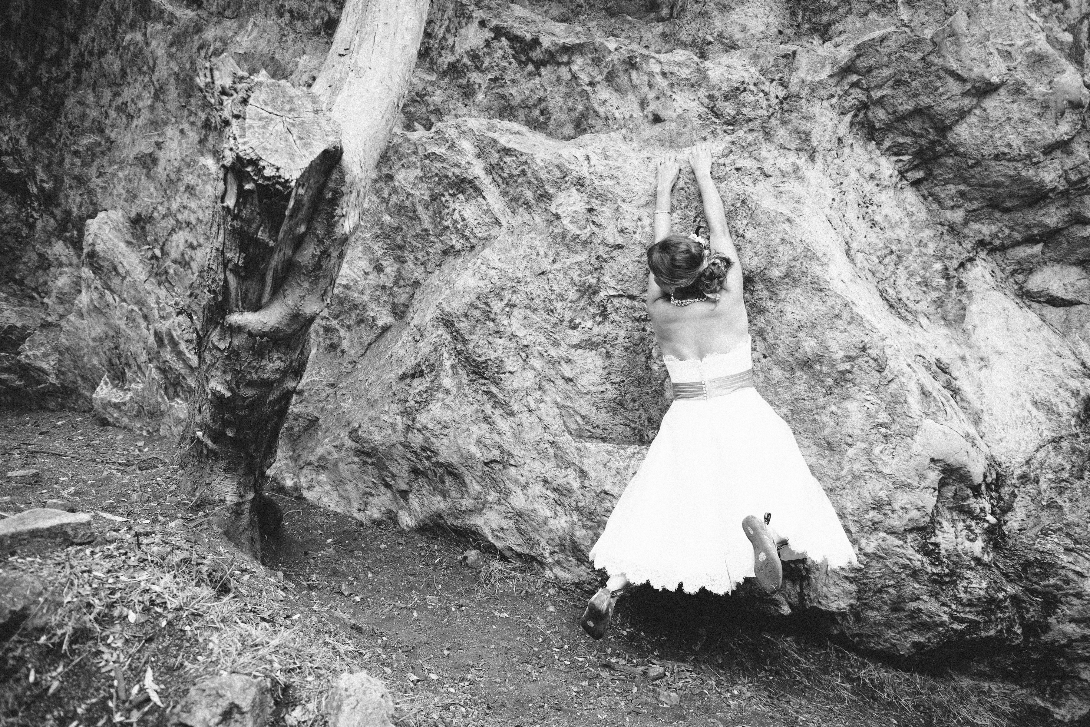 trash the dress rock climbing wedding adventure wedding adveture elopement