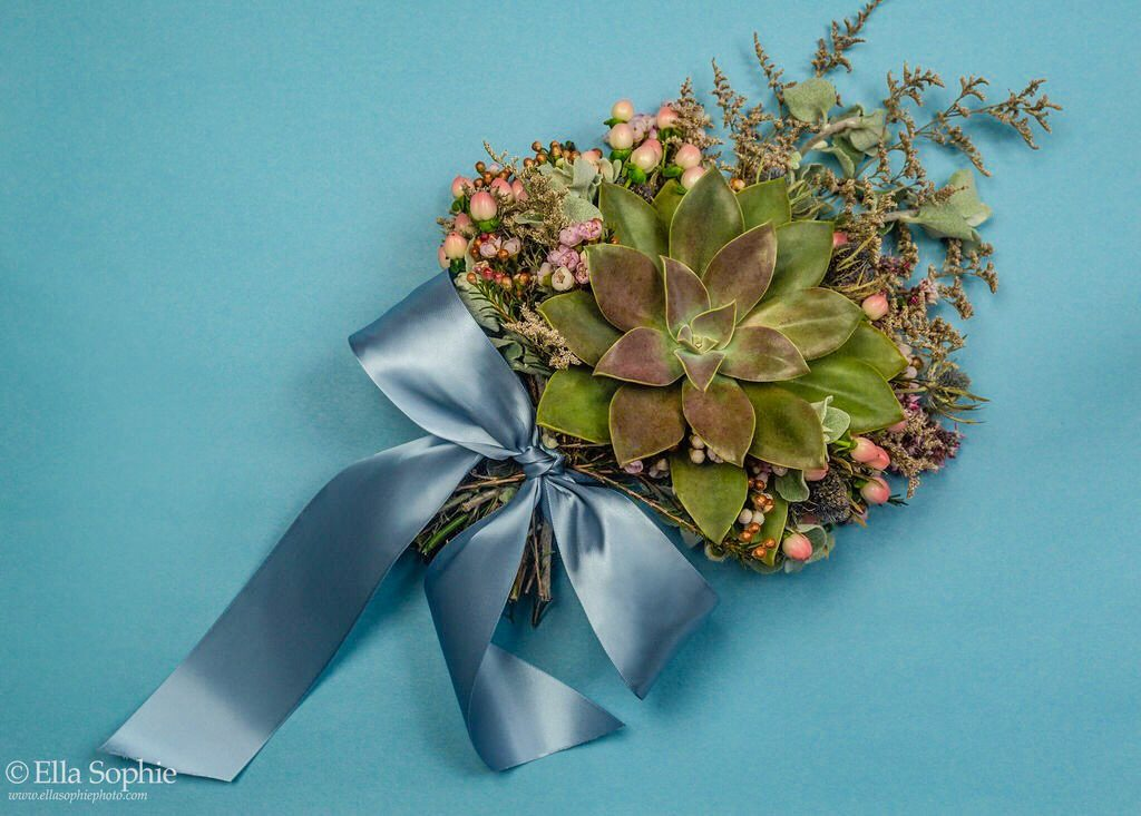 succulent bouquet focal point bouquet single succulent